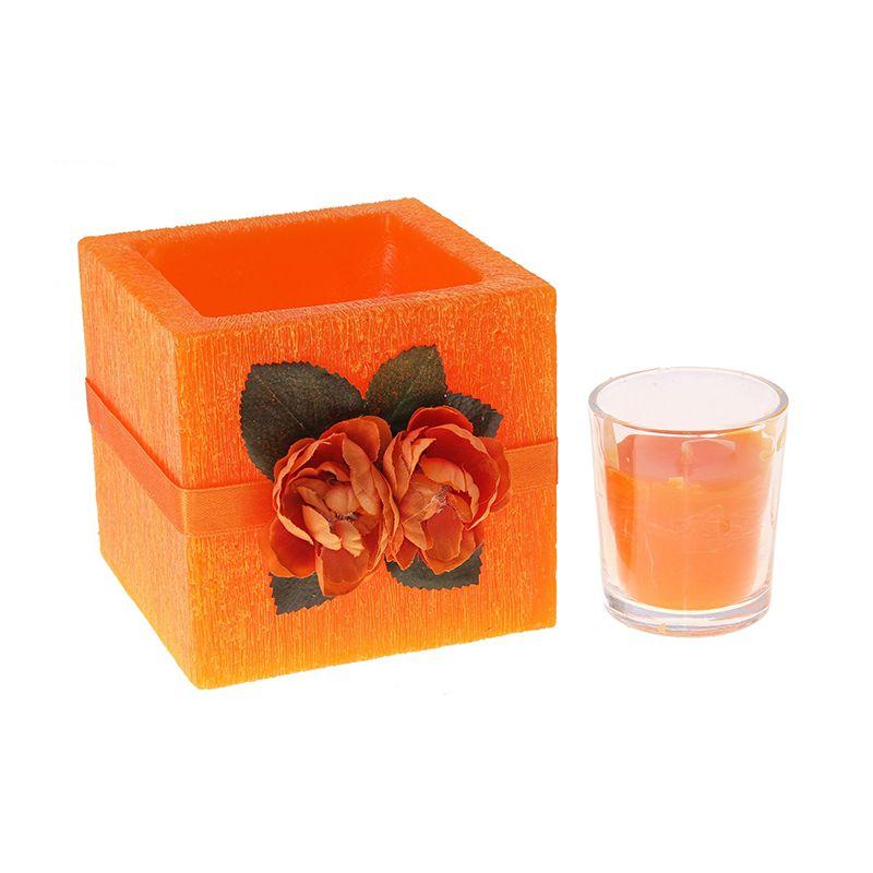 Подсвечник со свечей квадратный цвета оранж с ароматом апельсина, декор-ый цветами d-10*10