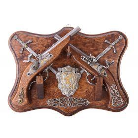 Трофейное оружие 2 Пистоля+2 Кинжала на Панели с Геральдикой TR-233ручка 5x5cm,лезвие 18x1cm,