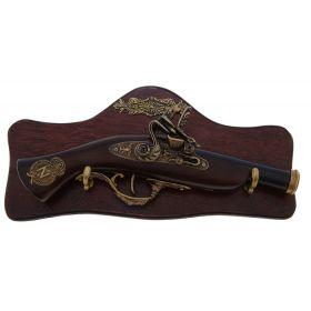 Сувенирное изделие мушкет на планшете с резными элементами, на рукояти знак - север