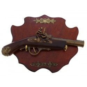 Сувенирное изделие мушкет на планшете с резными элементами, дуло широкое